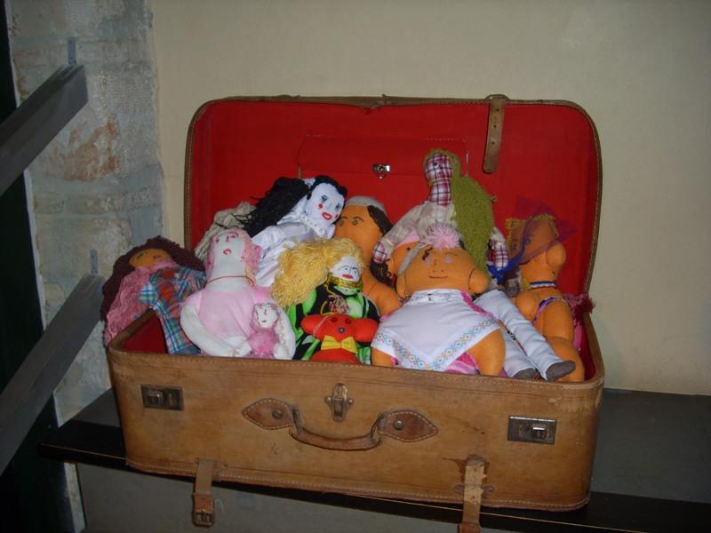 Επισκεπτήριο στις... κούκλες