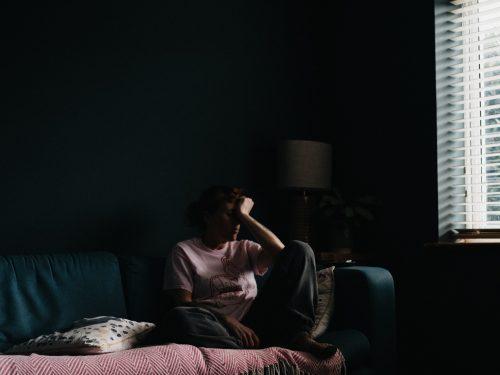 Η «παρατεταμένη απομόνωση» ως μορφή ενδοοικογενειακής βίας υπό το πρίσμα του άρθρου 312 παρ. 4 του νέου ΠΚ.